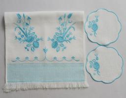 Венчальный рушник с салфетками «Голубые цветы». Вышивка на льне. Размер 150 х 45 см