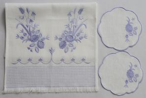 Венчальный рушник с салфетками «Лиловые цветы». Вышивка на льне. Размер 150 х 45 см